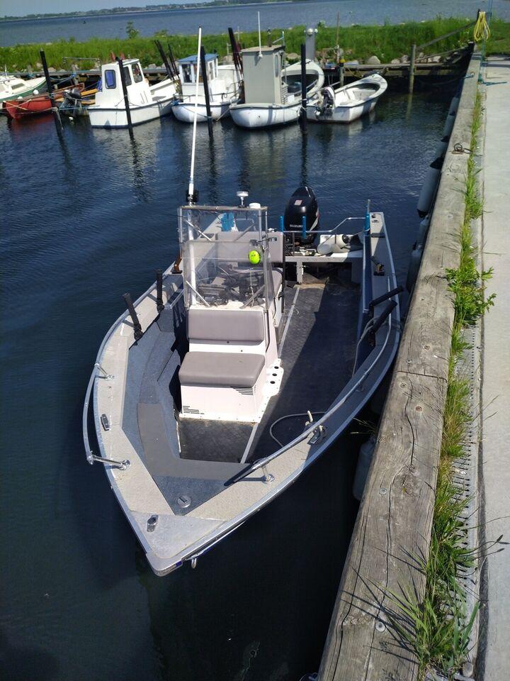 starcraft, Styrepultbåd, 140 hk