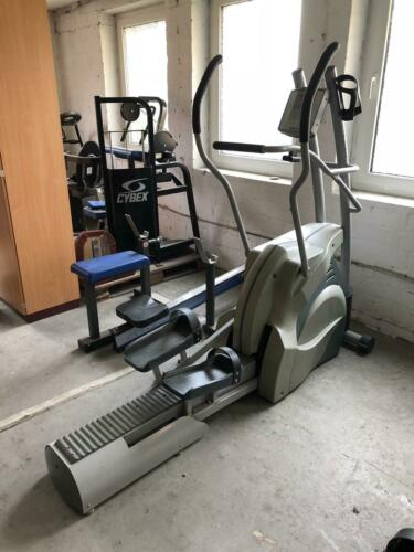ERGO-FIT Cross 3000 Ellipsentrainer Crosser Crosstrainer Studioqualität