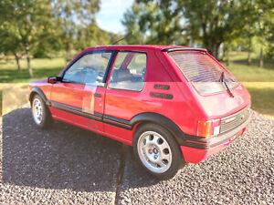 205-GTI-1-9L-Solido-1-18eme-rouge-neuve-longueur-19cm