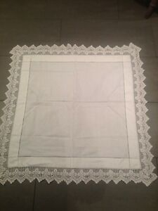 Immaculate-vintage-white-crochet-lace-edge-TABLECLOTH-table-cloth-33-034-square-B