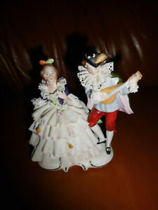 Porzellanfigur -Liebes  Paar - Dame im Spitzenkleid
