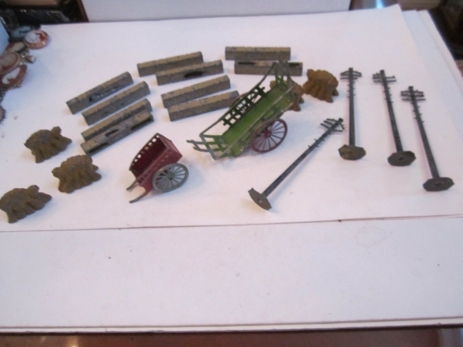 PRE WAR METAL TRAIN ACCESSORIES - CARTS, BOULDERS & MORE - MADE IN FRANCE OFC-4