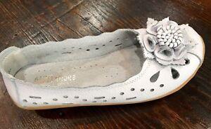 Women-039-s-White-Leather-Flower-Flats
