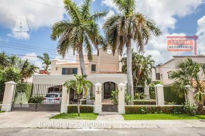 PRECIO REBAJADO Espectacular Casa en Venta Amueblada 3 Recamaras y Estudio TV en Campestre, Cancún.