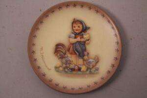Goebel-Hummel-Hum-987-Reproduction-Girl-Chickens-Farm-Mini-Plate