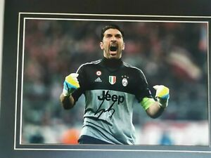 Photo-dedicacee-a-la-main-Gianluigi-Buffon-Juventus-Turin-CAO
