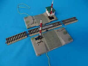 Marklin-7192-Electric-Level-Crossing-with-track-sections-Cobblestone-Road