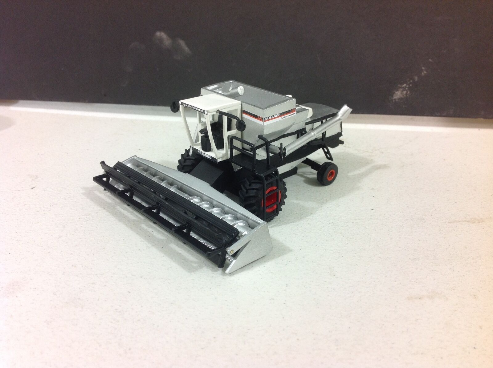 RARE  1 64 all metal Gleaner L2 with corn and grain heads by C&D FREE Shipping