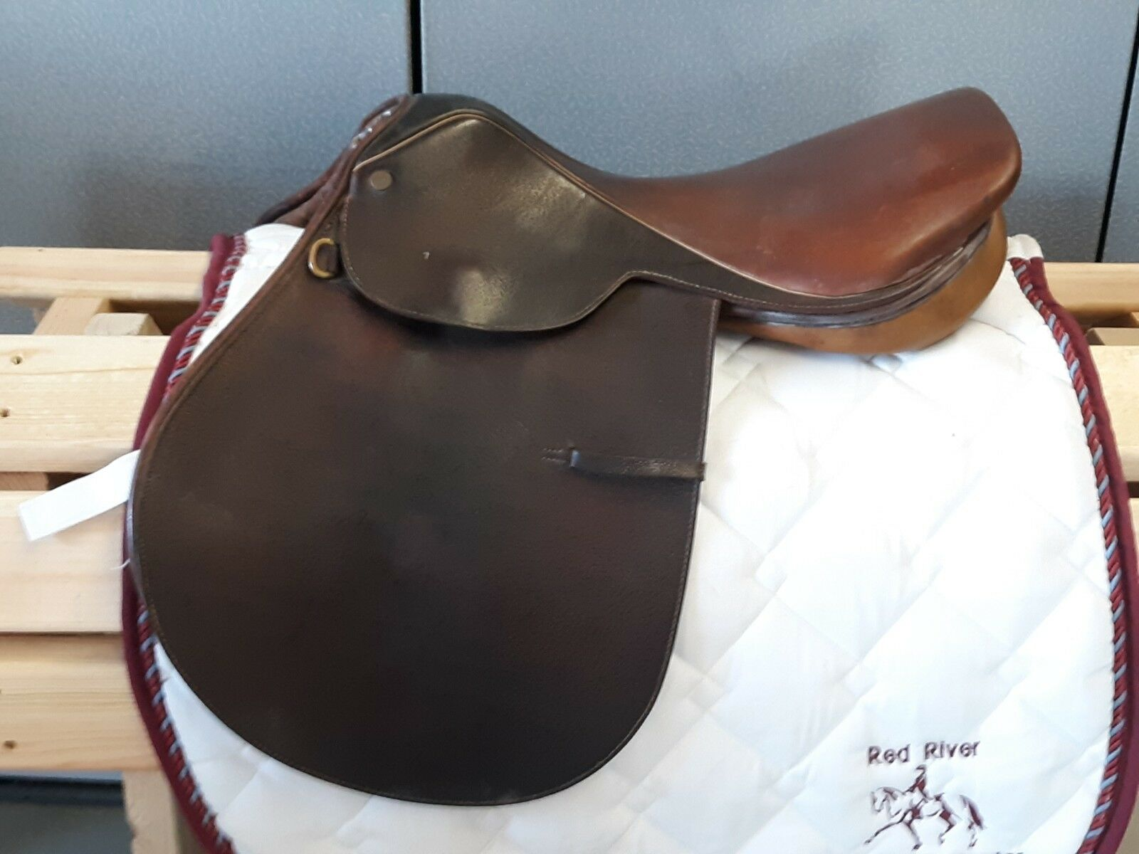 17  M Collegiate Close Contact jumping English saddle, brown