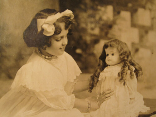 ANTIQUE AMERICAN DOLLS ANGELS GIRL LAUNDRY LINE PROUD PAPA BRUNETTE OLD PHOTOS