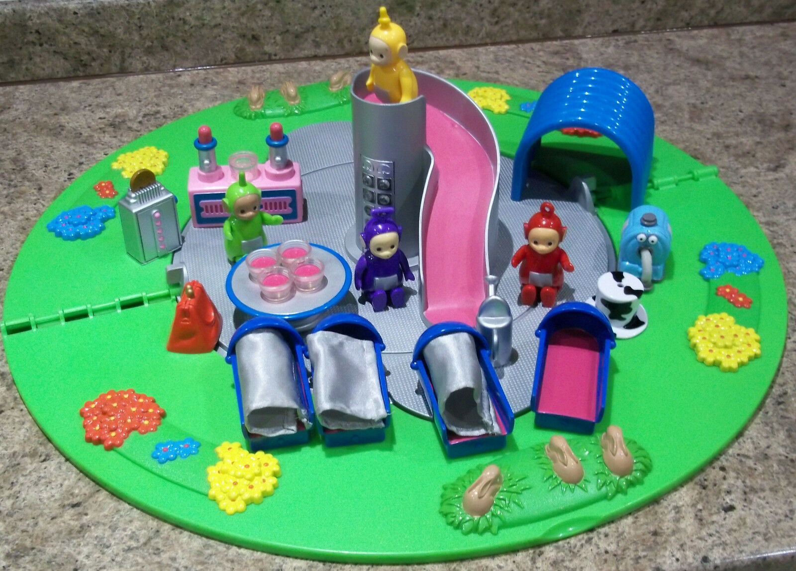 VINTAGE    HOME ON THE THE THE HILL PLAY SET  WITH 4 X TELETUBBIES 43ad15