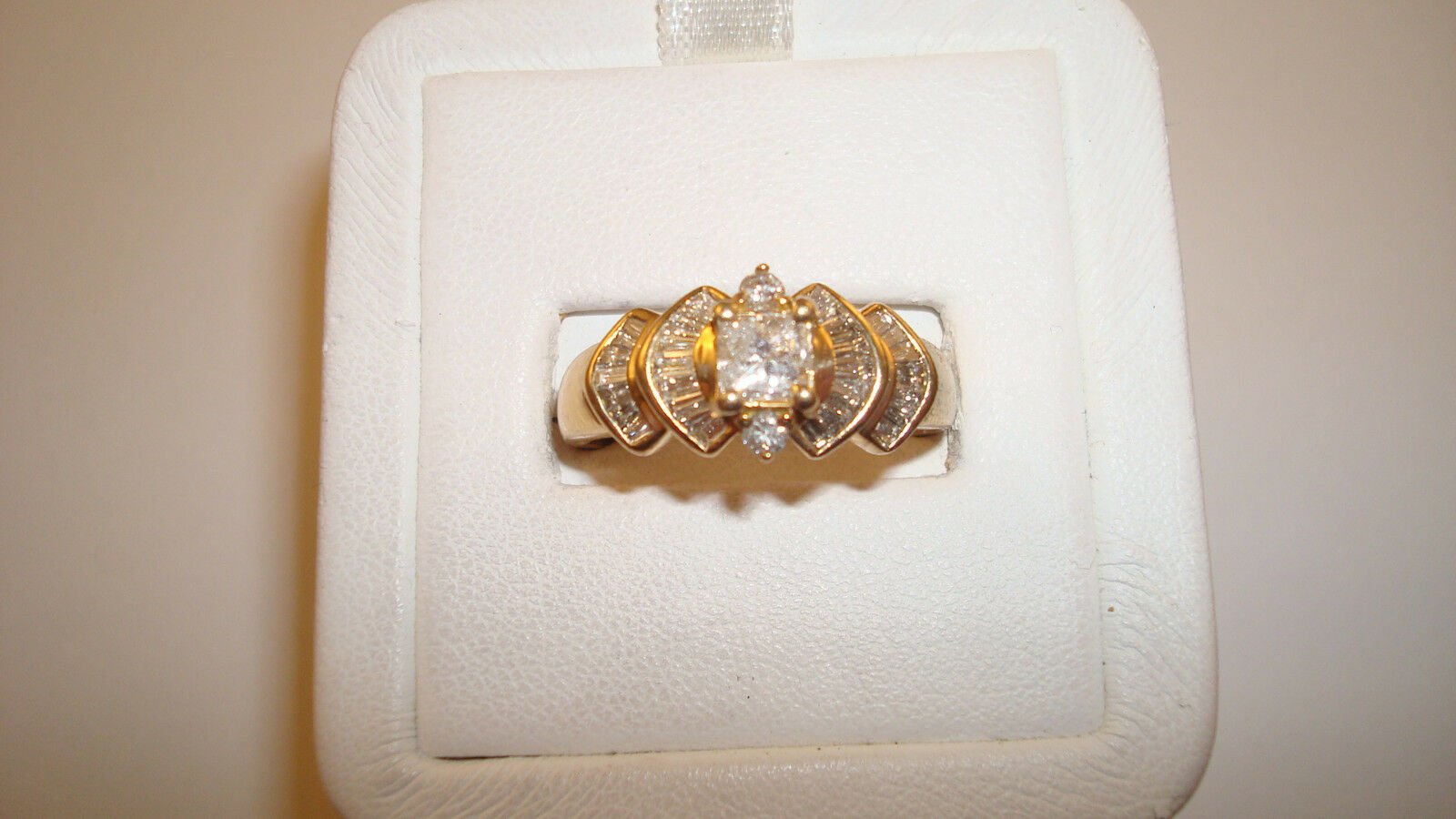 14K yg Diamond Ring - 5.6 Grams - Sz. 9 - .75ctw. Approx ( Gr7p)