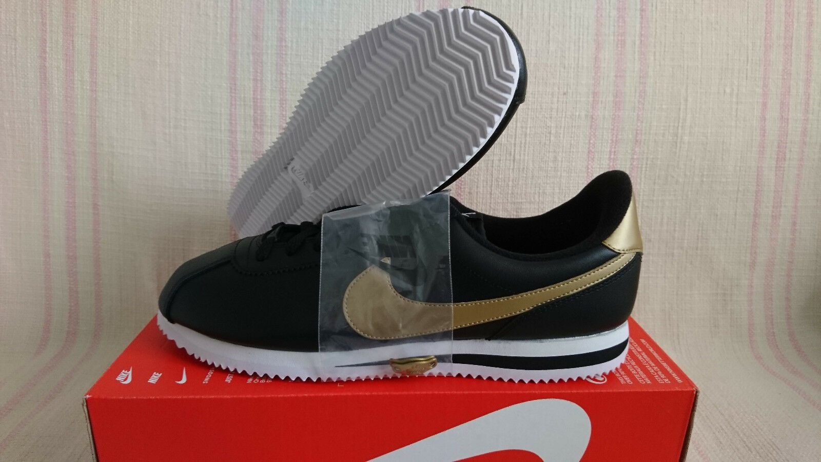 0ae7250b88d9 Nike Cortez Basic Leather SE Black Metallic GOLD GOLD GOLD White 884412 001  Size 12.5 Lows