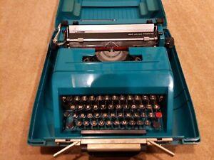 Vintage Olivetti Underwood Studio 45 Typewriter  - Teal w/ Case