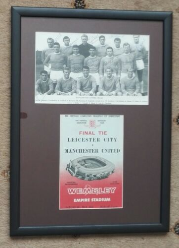 "1963 MANCHESTER UNITED FA CUP WINNERS SIGNED MOUNTED DISPLAY 20"" x 14.5 FRAME"
