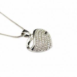 Collier-or-blanc-et-son-pendentif-en-c-ur-de-petites-pierres