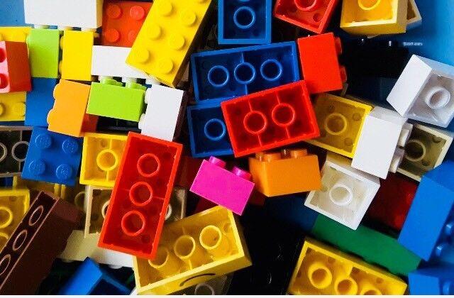 LEGO 100 X Assorted Bricks 2X2, 2X3, 2x4 Mixed Colours 3001,3002,3003