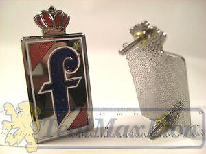 2-sigles-Pininfarina-en-metal-emaille-couronne-rouge-Peugeot-404-cc-504-cc