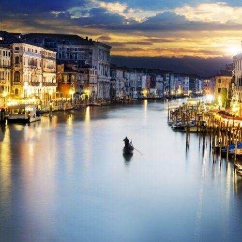 Canal Grande Venedig Abend untergehender Wallario Premium Glasbild 50x50cm