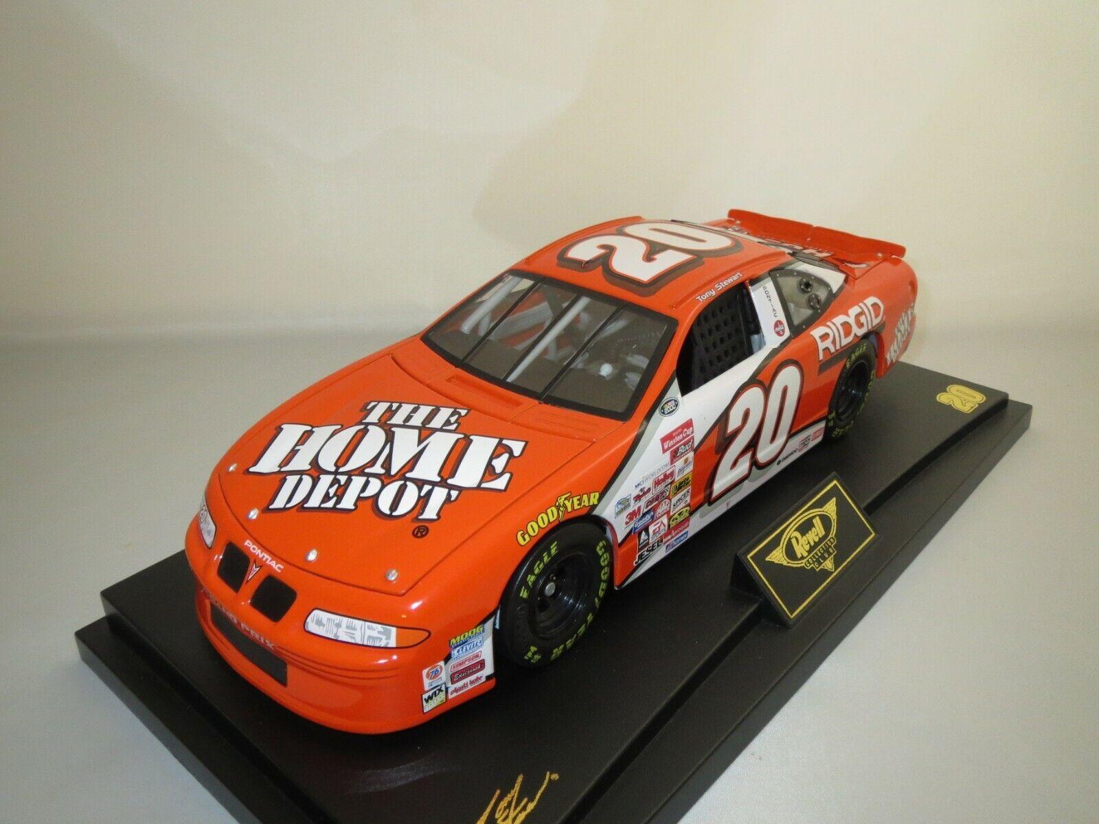 REVELL 10545 NASCAR Tony Stewart  20 (Orange) 1 18 neuf dans sa boîte