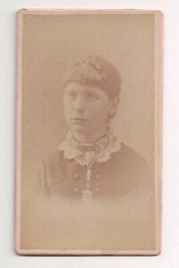 Vintage-CDV-Unknown-Young-Lady-Dougherty-Photo-Waterloo-New-York