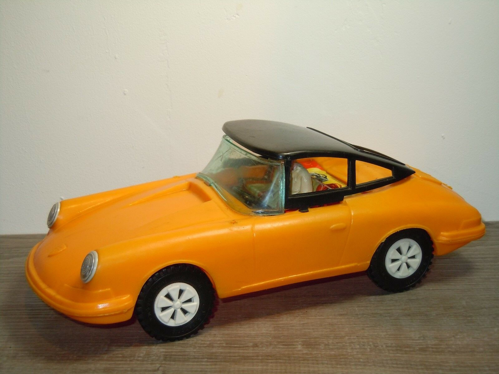 Porsche 911 Congreenible with Roof - Rare Plastic Model Germany 33474