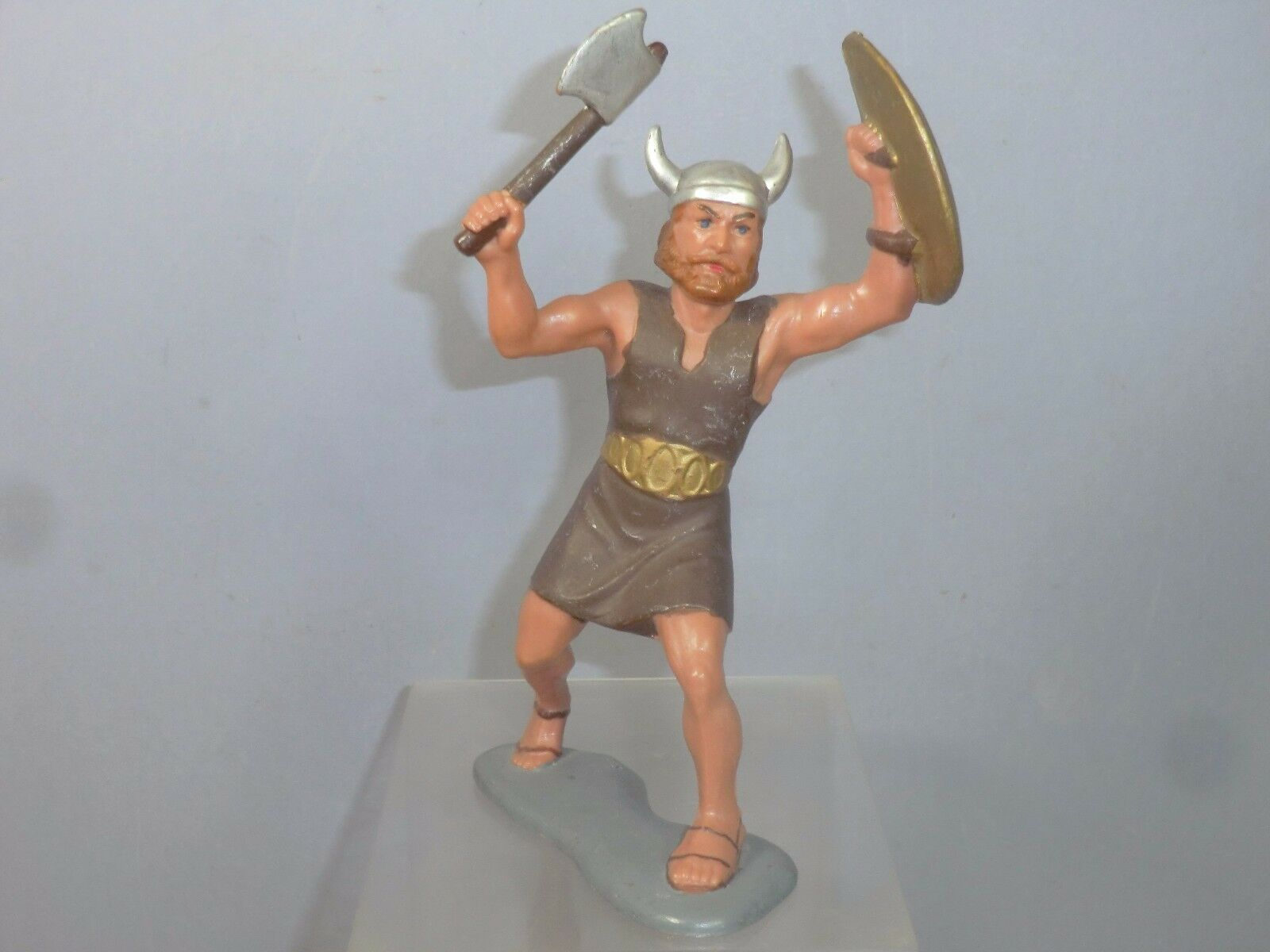 VINTAGE LOUIS MARX LARGE SCALE  MODEL No.XX VIKING WITH AXE & SHIELD   RARE