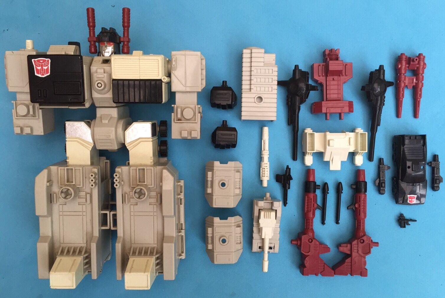 -- G1 Transformers - Autobot Base - Metroplex - Near Complete Missile Scamper --
