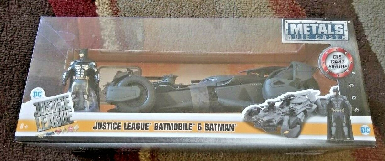 Jada Toys Metals Die Cast 2017 Justice League Batmobile with Batman 1 24