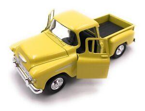 Modellino-Auto-Chevrolet-Stepside-Giallo-Auto-Scala-1-3-4-39-Licenza