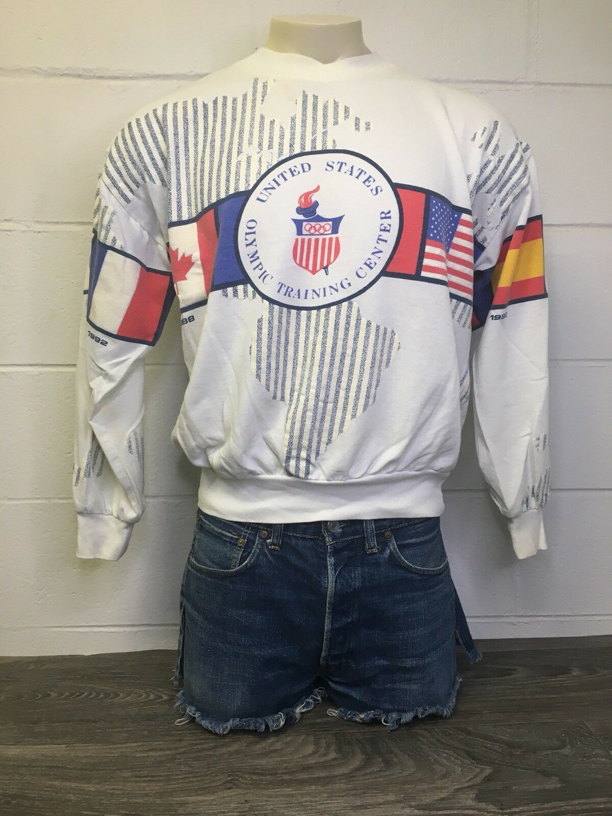 Olympic Training Center Sweatshirt VTG 90s Games USA All Over Flags Sweater L