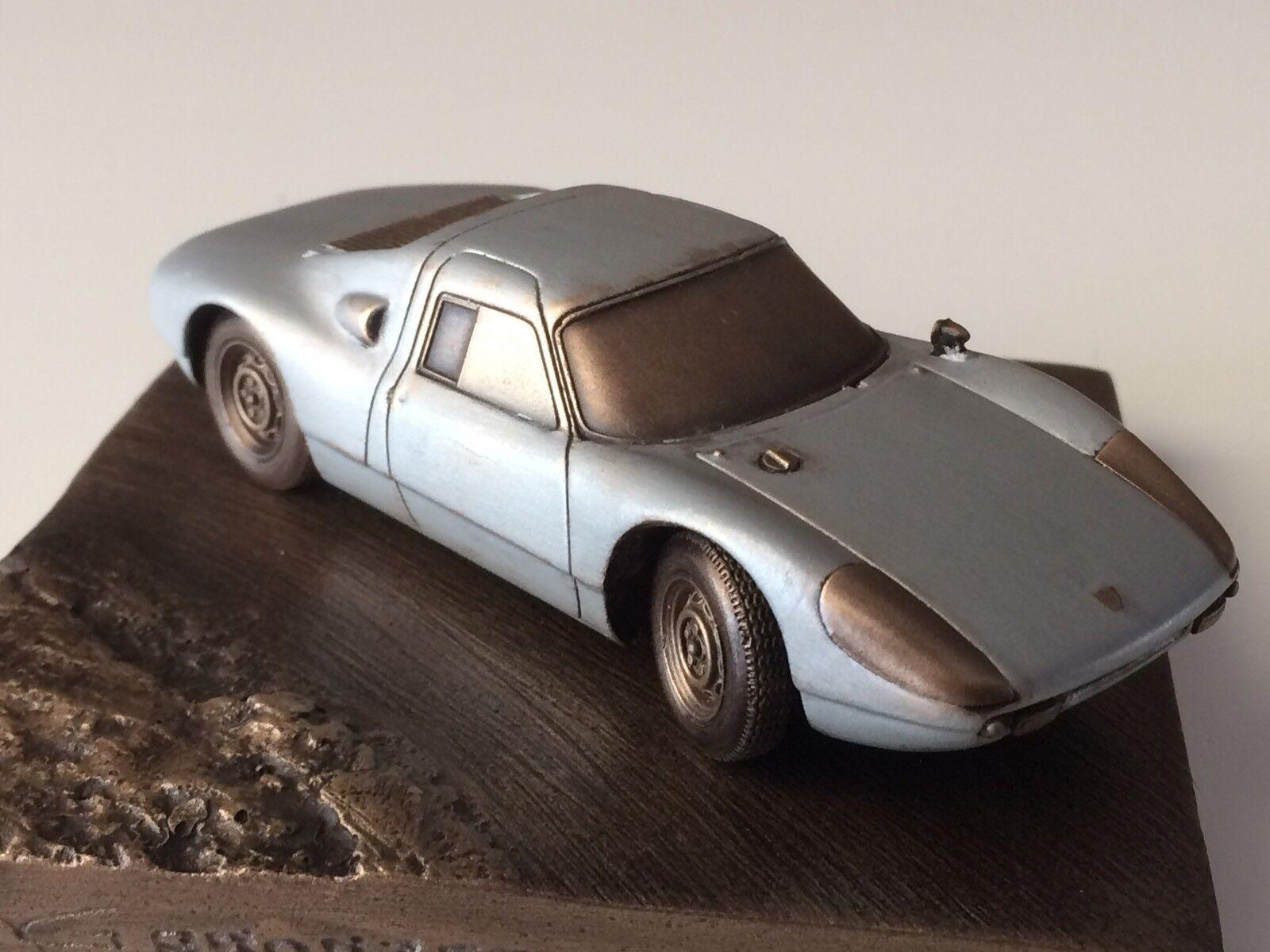 Reproduction en bronze Porsche 904 GTS échelle 1 43 sur socle
