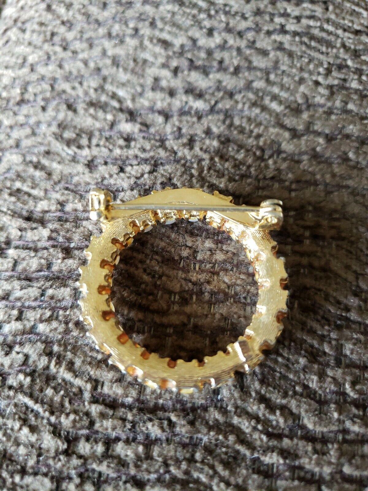 Vintage Unsigned Trifari Pearl Round Brooch - image 2
