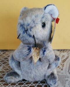 Ty Beanie Baby Cheddar the Mouse DOB March 24, 2002 - Nwt read