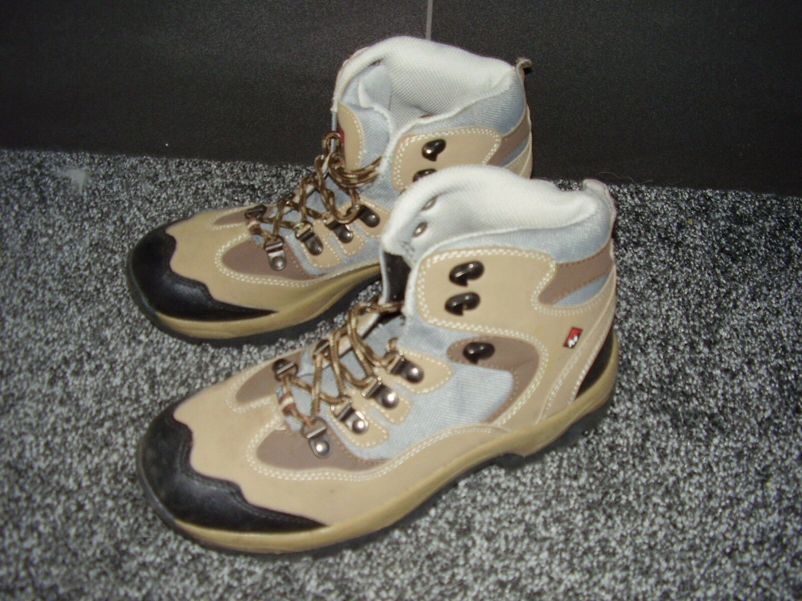 Mounty Damenschuhe Hiking Stiefel Größe 6, only Excellent condition - only 6, worn once cd01d2