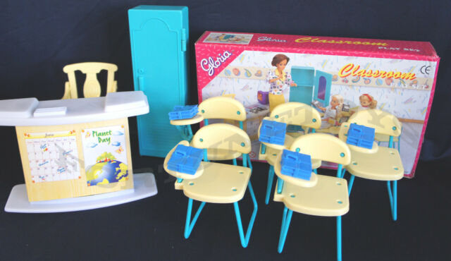 GLORIA DOLLHOUSE FURNITURE SZ CLASSROOM  W/5 Chairs PLAYSET FOR BARBIE