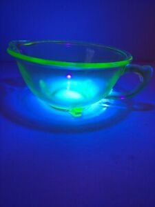 Hazel-Atlas-Vintage-Green-Depression-Glass-Bowl-with-Handle-and-Spout-Uranium