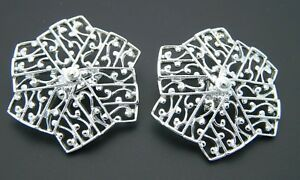 SARAH-COVENTRY-Silver-Tone-Pin-Wheel-Filigree-Large-Clip-On-Earrings-Vintage