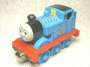 """2002 THOMAS & FRIENDS TAKE & PLAY #1 THOMAS 3"""" DIECAST MAGNETIC TRAIN ENGINE"""
