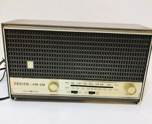 Zenith-Solid-State-FM-AM-Radio-Model-A-411-A-Vintage