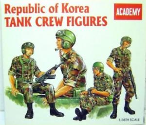 Academy-1-35-Korean-Tank-Crew-Figures