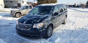 2014 Chrysler town and country, 7 passengers, Fully loaded