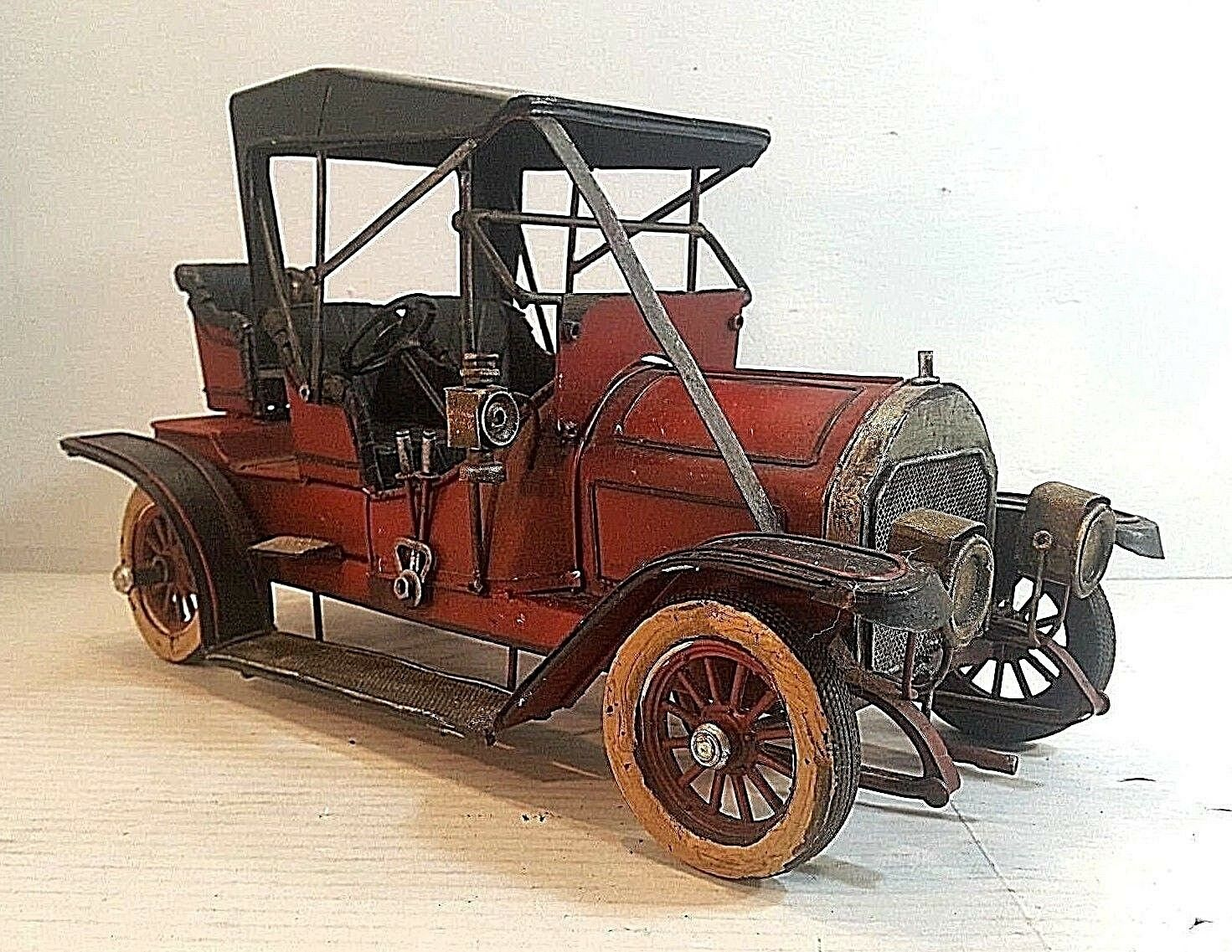 MINIATURE METAL REPRODUCTION PRE-1920'S AUTOMOBILE.  Must See This