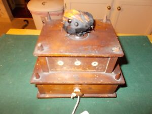 1800S-SHAKER-MADE-SEWING-BOX-WITH-THREAD-HOLDERS-DRAWER-AND-PINCUSHION