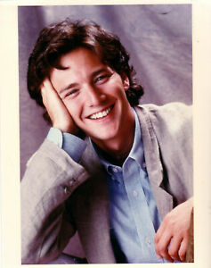Andrew-McCarthy-Casual-Glossy-8-X-10-Color-Photograph