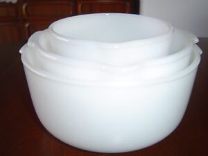 VINTAGE-SMALL-MEDIUM-and-LARGE-SUNBEAM-MIXMASTER-BOWLS-MILK-WHITE-GLASS