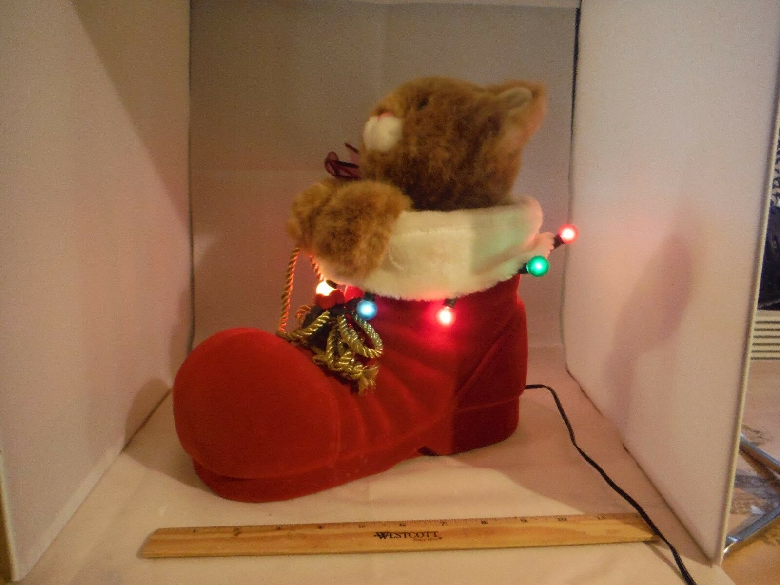 ULTRA ULTRA ULTRA RARE Santa's Best Moving Cat In Santa's Lighted Stiefel Display MIB d9c601