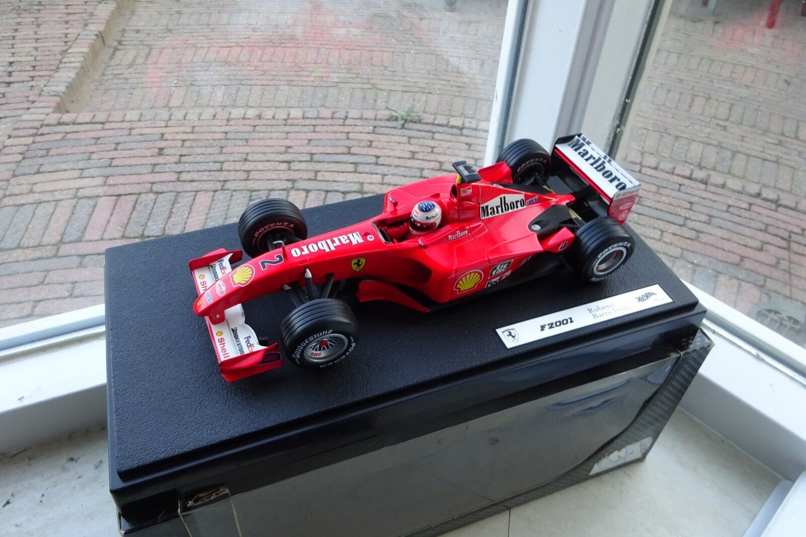 Hot Wheels 1/18 Scale diecast - 50203 MBORO Ferrari F2001 Rubens Barrichello  2