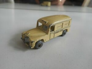 Matchbox-Lesney-Daimler-Ambulance-in-White