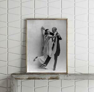 1914-Photo-Vernon-and-Irene-Castle-Full-in-dancing-pose